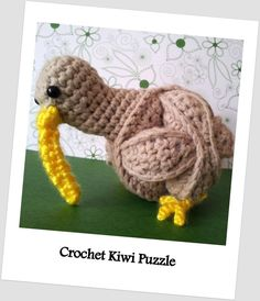Yet another Amamani pattern. This time a FREE Crochet Kiwi Puzzle pattern. It is based on the Crochet Amish Puzzle Ball and is less than 10 cm in diameter.