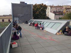 """En aquest moment s'està realitzant el laboratori de lletres i imatges """"El fil de la vida"""", al terrat de la biblioteca d'#Esparreguera. El proper serà dissabte 13 de desembre a les 11 del matí. Inscripció prèvia a la sala infantil."""
