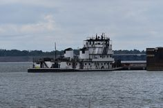 https://flic.kr/p/yXAidn | MV Paul Striegel-AEP | Waiting at Kentucky Lock-Grand Rivers Kentucky-Kentucky Lake-Tennessee River.