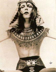 "Eternity And Something Beautiful — vezzipuss: David Bowie, ""Sphinx"", Photo @ Brian. David Bowie Fashion, David Bowie Ziggy, Strange Music, The Thin White Duke, Peter Gabriel, King David, Ziggy Stardust, David Jones, Hunky Dory"