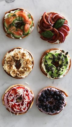 My good friends at Philadelphia Cream Cheese have challenged me to create six healthy bagel toppings just in time for the holiday season. Bagel Toppings, Bagel Cafe, Bagel Shop, Healthy Bagel, Healthy Snacks, Healthy Recipes, Keto Recipes, Breakfast Bagel, Breakfast Recipes