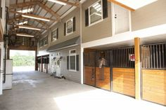 Horse Barn Stables Home with Living Quarters Loft Apartment overlooking the stalls. Morton Buildings horse barn in Texas. Barn Apartment Plans, Barn With Apartment, Barn With Living Quarters, Barn Layout, Morton Building, Building Homes, Barn Stalls, Horse Barn Plans, Horse Stables