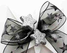 Strik - bow met stars gepresenteerd op cadeaubonverpakking Jade Star