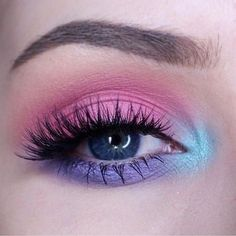 21 Easter makeup looks that celebrate your love & passion for pastels - Hike n Dip Rock the Easter Party with the best themed makeup. Check out the perfect Easter Makeup looks / ideas & pastel eye makeup ideas for spring & easter season. Glitter Makeup Looks, Makeup Eye Looks, Purple Eye Makeup, Colorful Eye Makeup, Glossy Makeup, Crazy Makeup, Cute Makeup, Makeup Set, Gorgeous Makeup