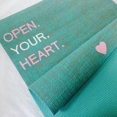 open your heart - Herzteil Yogamatte http://www.herzteil.de/shop/yoga-herzteil/189/open-your-heart?c=7 #herzteil #yogalifestyle #yogamatten #handmade #weihnachten