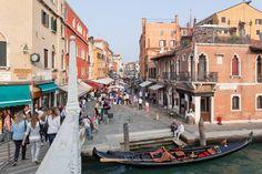 VENEZIA - QUARTIERI:  Cannaregio - Foto Girardini - Quello che fino al XVIII secolo era l'antico Ghetto di Venezia, nel tempo è diventato un quartiere centrale ed energico.Girardini Cannaregio