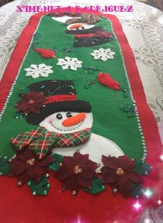 Felt Christmas, Christmas Snowman, Christmas Holidays, Christmas Ornaments, Quilted Table Runners, Table Covers, Colorful Pictures, Poinsettia, Pattern Paper