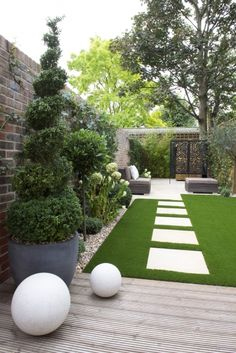Minimalist Garden Design Ideas For Small Garden ~ Home And Garden Whether it's a classical garden, modern garden design romantic Garden atmosphere – the design of a small garden, there can be numerous var Back Garden Design, Small Backyard Design, Modern Garden Design, Backyard Patio Designs, Small Backyard Landscaping, Landscaping Ideas, Patio Ideas, House Garden Design, Garden Design Ideas
