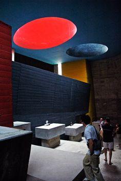 puits de lumière: corbusier/ couvent tourette eveux. aérer l'espace et ne pas donner de sensation d'étouffement.