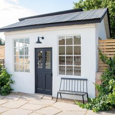 Farmhouse designs are commonly loved by those who still hold old family tradition strongly. Modern Farmhouse Exterior Design Ideas for Stylish but Simple Look Backyard Office, Backyard Studio, Backyard Sheds, Outdoor Office, Shed Office, Backyard Cottage, Cottage Garden Sheds, Beach Cottage Exterior, Garage Office