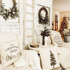 Farmhouse Homes, Farmhouse Style, Christmas Inspiration, Home Decor Inspiration, Wood Design, Ladder Decor, To Go, Christmas Decorations, Furniture