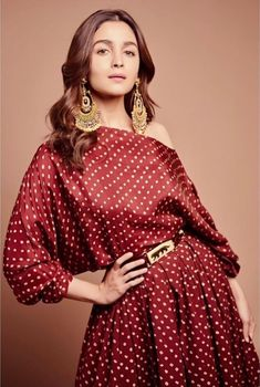 Alia Bhatt has been seen wearing one gorgeous Indian outfit after another for her movie promotions. Check all of Alia Bhatt's Indian Looks here with prices. Indian Look, Dress Indian Style, Indian Dresses, Indian Wear, Western Dresses, Ethnic Outfits, Indian Outfits, Bollywood Celebrities, Bollywood Actress
