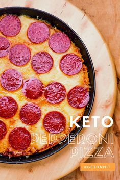 Keto Pepperoni Pizza Just because you're doesn't mean you can't indulge in pizza on occasion. Zach Rocheleau, of The Flexible Dieting Lifestyle, showed our very own Liv Langdon how to make a Keto Pepperoni Pizza that doesn't include a cauliflower c Low Carb Keto, Low Carb Recipes, Diet Recipes, Cooking Recipes, Pizza Recipes, Recipies, Snack Recipes, Keto Diet Side Effects, Smoothie Vert