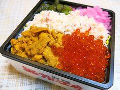 今日のお昼ごはんは、ヤマトヤシキ加古川店さんの「夏の大北海道展」で購入。かに工房さんの「味くらべ弁当(1,260円)」です。このトリオ、見ただけで心躍ります(笑)
