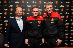 Wayne Rooney signs new contract