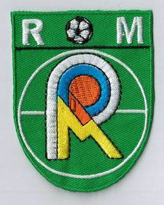 This patch is the perfect sign of sports club membership! You can sew or iron the badge on your towel, bag, uniform... Super cool! Upload your own design on ibadge.com.