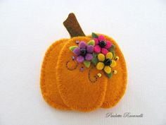 Hi Everybody, and happy Fall!! :o) This is a 100% wool, layered pumpkin pin, embellished with some cheery flowers, leaves and a few beads. A sweet