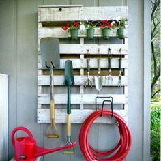Une palette transformée en étagère de jardin - Marie Claire Idées