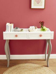 Man nehme zwei alte Schubladen und vier Tischbeine und baut darauf ganz einfach eine Kommode. Wie? Wir zeigen es Euch Schritt für Schritt!