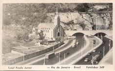 O chamado Túnel Novo localiza-se na cidade e Estado do Rio de Janeiro, no Brasil.  Na realidade trata-se de dois túneis sob o morro da Babilônia, entre os bairros de Botafogo (atual Av. Lauro Sodré) e de Copacabana (atual Av. Princesa Isabel), cujas galerias foram executadas em períodos distintos: - O Túnel Engenheiro Coelho Cintra, inaugurado como Túnel Carioca, mas mais popularmente conhecido como Túnel do Leme, inaugurado em Março de 1906; - O Túnel Engenheiro Marques Porto, inaugurado…