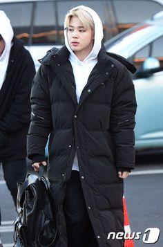 Our Favourite Kpop Boys Busan, Jimin Airport Fashion, Bts Airport, Airport Style, Park Ji Min, Steve Aoki, Bts Bangtan Boy, Bts Jimin, Bts Taehyung