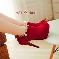 Sexy charmed red high heel booties shoes ayakkabılar, topuklular, topuklu a Hot Shoes, Women's Shoes, Me Too Shoes, Shoe Boots, Shoes 2017, Fall Shoes, Platform Shoes, Shoes Sport, Shoes Heels Pumps