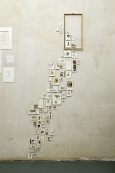 We have gathered many gorgeous wall display and gallery wall ideas that you can create easily for your home! Check out these ideas and get right to it! Display your photos! Collage Mural, Instalation Art, Home And Deco, Photo Displays, My New Room, Decoration, Sweet Home, House Design, Wall Design