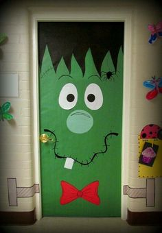 halloween door decorations Looking for inspiration for fall bulletin boards or classroom doors? Try one of these fall themes or Halloween bulletin board ideas. This Frankenstein door decoration is just too cute! Halloween Classroom Door, Halloween Bulletin Boards, Theme Halloween, Holidays Halloween, Halloween Crafts, Holiday Crafts, Halloween Horror, Spirit Halloween, School Door Decorations