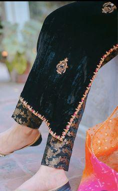 Velvet Pakistani Dress, Simple Pakistani Dresses, Pakistani Dress Design, Stylish Dresses For Girls, Stylish Dress Designs, Designer Party Wear Dresses, Indian Designer Outfits, Simple Kurta Designs, Velvet Dress Designs