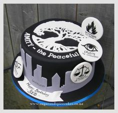 Divergent Cake – Faction before blood! But I always say – you learn things everyday in cake artistry! This cake is completely hand cut and hand. Divergent Cake, Divergent Birthday, Divergent Party, Divergent Hunger Games, Divergent Trilogy, Movie Cakes, Bithday Cake, Creative Cakes, Cake Creations