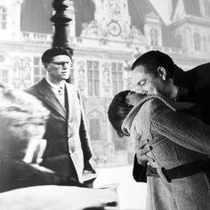 Supera el beso de Robert Doisneau!! Un photocall/photobooth de Presume de Boda para una boda en París. Photocall/Photobooth by Presume de Boda. Fotografía: Presume de Boda