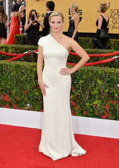 Reese Witherspoon walks the red carpet at the SAG Awards.