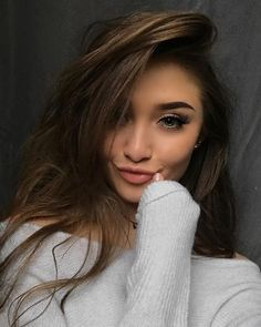 Beautiful Girl Makeup, Beautiful Girl Photo, Gorgeous Hair, Fashion Photography Poses, Photography Women, Beauty Photography, Pretty Selfies, Cute Selfie Ideas, Brown Blonde Hair