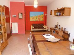 Il colorato salotto del nostro appartamento a #Selvazzano. Per richiederci ulteriori informazioni, scrivete a info@pianetacasapadova.it, o chiamate lo 049/8766222. Saremo lieti di soddisfare le vostre richieste!