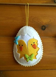 Set 4 Easter 2018 Eggs Decor Felt easter egg ornament Handing Chicken felt Home decor Birds magnets ornaments yellow white Handmade gifts. I used the idea from Easter Projects, Easter Crafts, Easter Decor, Easter Ideas, Felt Decorations, Handmade Decorations, Felt Christmas Ornaments, Spring Crafts, Felt Crafts