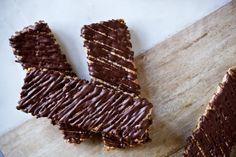 Kokosové müsli tyčinky Kitchenette, Vegan Sweets, Gluten Free Baking, A Food, Sweet Tooth, Cookies, Meat, Desserts, Recipes
