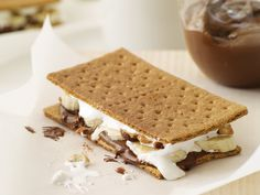 Grilled dessert recipes include banana-Nutella s'mores and grilled pound cake with peaches and cream. Plus more grilled desserts. Brownie Desserts, Oreo Dessert, Mini Desserts, Coconut Dessert, Grilled Desserts, Summer Dessert Recipes, Easy Desserts, Delicious Desserts, Yummy Food