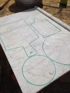 Grand Design: DIY marble cutting boards and cake plates - I never thought I'd think about a project where I'd actually cut marble.but now I'm looking for marble remnants. Marble Board, Marble Tray, Carrara Marble, Granite Cutting Board, Diy Cutting Board, Woodworking Projects Plans, Custom Woodworking, Granite Remnants, Grand Designs