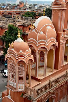 Find out the best places to visit in Jaipur from the Hawa Mahal to Temple of Galtaji, and more, with this guide to India& pink city! Learn everything there is to see, right in the heart of Rajasthan. India Architecture, Beautiful Architecture, Beautiful Buildings, Beautiful Places, Beautiful Sites, Modern Buildings, Amazing Places, Cool Places To Visit, Places To Travel