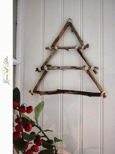 Granne med Selma - Blogg: Christmas Tree of Wooden Sticks Navidad Diy, Winter Christmas, Christmas Time, Stick Christmas Tree, Christmas Makes, Rustic Christmas, Twig Christmas Tree, Christmas Wreaths, Wooden Christmas Tree Decorations