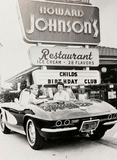 Automobilia frozen in time courtesy of your high school yearbook Vintage Advertisements, Vintage Ads, Vintage Diner, Vintage Stores, Vintage Restaurant, Chevrolet Corvette, Vintage Pictures, Vintage Photography, Sport Cars