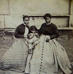 The Civil War Parlor-Rare, civil war-era photo shows confederate general Robert E. Lee's slave, Selina Gray, the pic (with two of her eight children) Black History Facts, Us History, African American History, Women In History, Black History Month, Slavery History, History Photos, Native American, Rare Photos