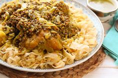 Un plat traditionnel typiquement marocain qu'on prépare pour les occasions et spécialement au 3ème ou 7 ème jour de d'une naissance. Ce plat demande un temps de préparation assez long. On commence par confectionner les Trid (des feuilles de msemen très...
