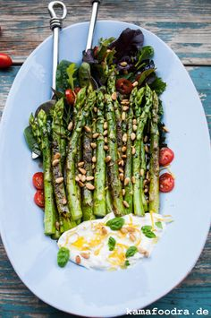 Making Italian antipasti itself is super easy! For this fast bac Healthy Cooking, Healthy Eating, Asparagus Recipe, Grilled Asparagus, Light Recipes, Soul Food, Food Videos, Food Inspiration, Vegan Recipes