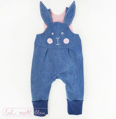 Sewing instructions: Bunny dungarees (Babyhose-Mikey-Variation) Instructions for a cute rabbit dungarees (baby pants-Mikey-Variation) // cute Easter outfit just sew yourself Fashion Kids, Diy Fashion, Fashion Tights, Fashion Purses, Fashion Clothes, Organic Baby Clothes, Unisex Baby Clothes, Application Couture, Sewing For Kids