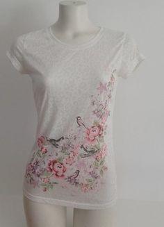 À vendre sur #vintedfrance ! http://www.vinted.fr/mode-femmes/hauts-and-t-shirts-t-shirts/24709532-tee-shirt-blanc-motif-oiseaux