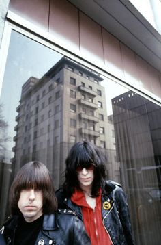 Johnny and Joey Ramone Ramones Joey Ramone, Ramones, Photo Rock, Upcoming Concerts, New Wave, Gabba Gabba, Indie Pop, Rockn Roll, Artists