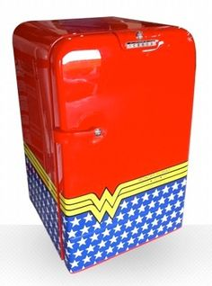 Mini Icebox Wonder Woman • Designed by Cia Vintage