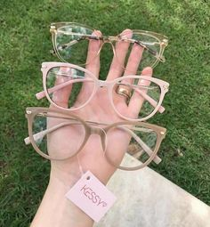Brille - Home Maintenance - No Make Up - Glasses Frames - Homecoming Hairstyles - Rustic House Glasses Frames Trendy, Fake Glasses, Cool Glasses, New Glasses, Glasses Trends, Fashion Eye Glasses, Cute Sunglasses, Eyeglasses For Women, Eyewear