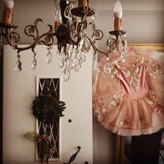 """1 """"Μου αρέσει!"""", 0 σχόλια - Folia Balletou (@folia_balletou) στο Instagram: """"#ourplace #ballerine #ballerina #colors #mirror #antique #athens #loveballet"""" Ballet Dance, Chandelier, Ceiling Lights, Photography, Instagram, Home Decor, Candelabra, Photograph, Decoration Home"""